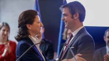 Agnès Buzyn lors de la passation de pouvoir à l'ex-député LREM de l'Isère, Olivier Véran.