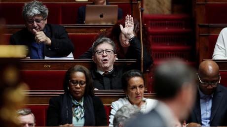 Le chef de file de La France insoumise Jean-Luc Mélenchon a demandé à Emmanuel Macron d'organiser un référendum sur la réforme des retraites pour « faire descendre la température »