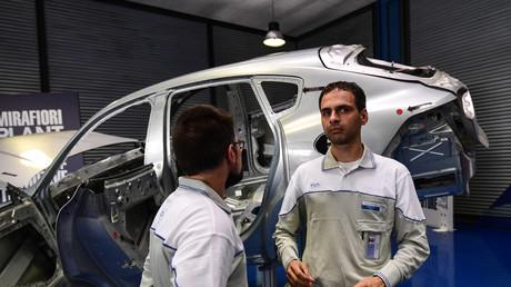Des ouvriers dans les ateliers de montage de l'usine Fiat Chrysler Automobiles (FCA) Mirafiori de Turin le 11 juillet 2019 (illustration).
