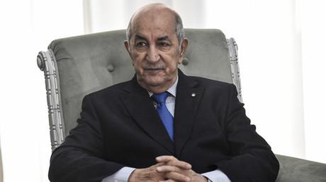 Le président algérien Abdelmadjid Tebboune rencontre le ministre français des Affaires étrangères, Jean-Yves Le Drian, en visite dans la capitale Alger le 21 janvier 2020. (image d'illustration)