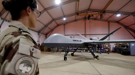 Un drone Reaper, fabriqué par l'américain General Atomics et utilisé par l'armée de l'air française, vu à la base Niamey au Niger, en octobre 2017 (image d'illustration).