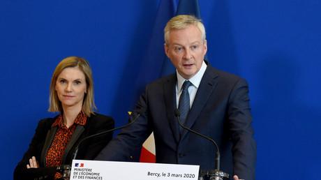 Le ministre français de l'Economie et des Finances, Bruno Le Maire, et la secrétaire d'Etat, Agnès Pannier-Runacher, lors d'une conférence de presse après une réunion sur l'impact économique du coronavirus, au ministère de l'Economie à Paris le 3 mars 2020 (image d'illustration).