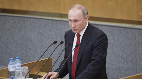 Le président russe Vladimir Poutine s'adresse à la Douma le 10 mars 2020.