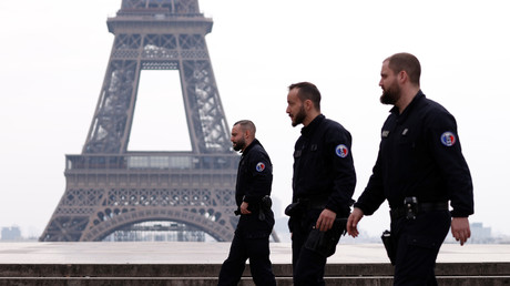 Patrouille de police à Paris le 17 mars 2020.
