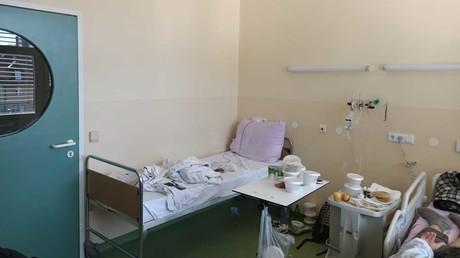 Chambre d'un établissement réquisitionné pour accueillir les personnes contaminées par le coronavirus, en Slovénie.