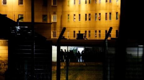 Les membres des unités pénitentiaires spécialisées ERIS interviennent, le 22 mars, à la prison d'Uzerche (Corrèze) après une mutinerie (image d'illustration).