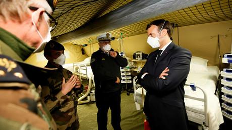 Emmanuel Macron en visite à l'hôpital à Mulhouse