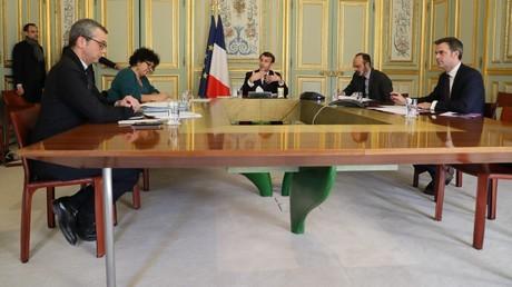 De gauche à droite : Alexis Kohler, Frédérique Vidal, Emmanuel Macron, Edouard Philippe et Olivier Véran, le 24 mars 2020, à l'Elysée, à Paris (image d'illustration).