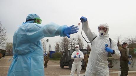 Les médecins russes en visite à l'hôpital de Bergame pour lutter contre la pandémie de Coronavirus.