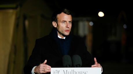 Emmanuel Macron lors de son intervention à Mulhouse le 25 mars 2020, a fustigé tous ceux qui provoqueraient la division et la fracture dans le pays.