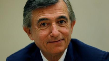 Philippe Douste-Blazy assiste à une conférence de presse au siège européen des Nations unies à Genève, le 23 mai 2015