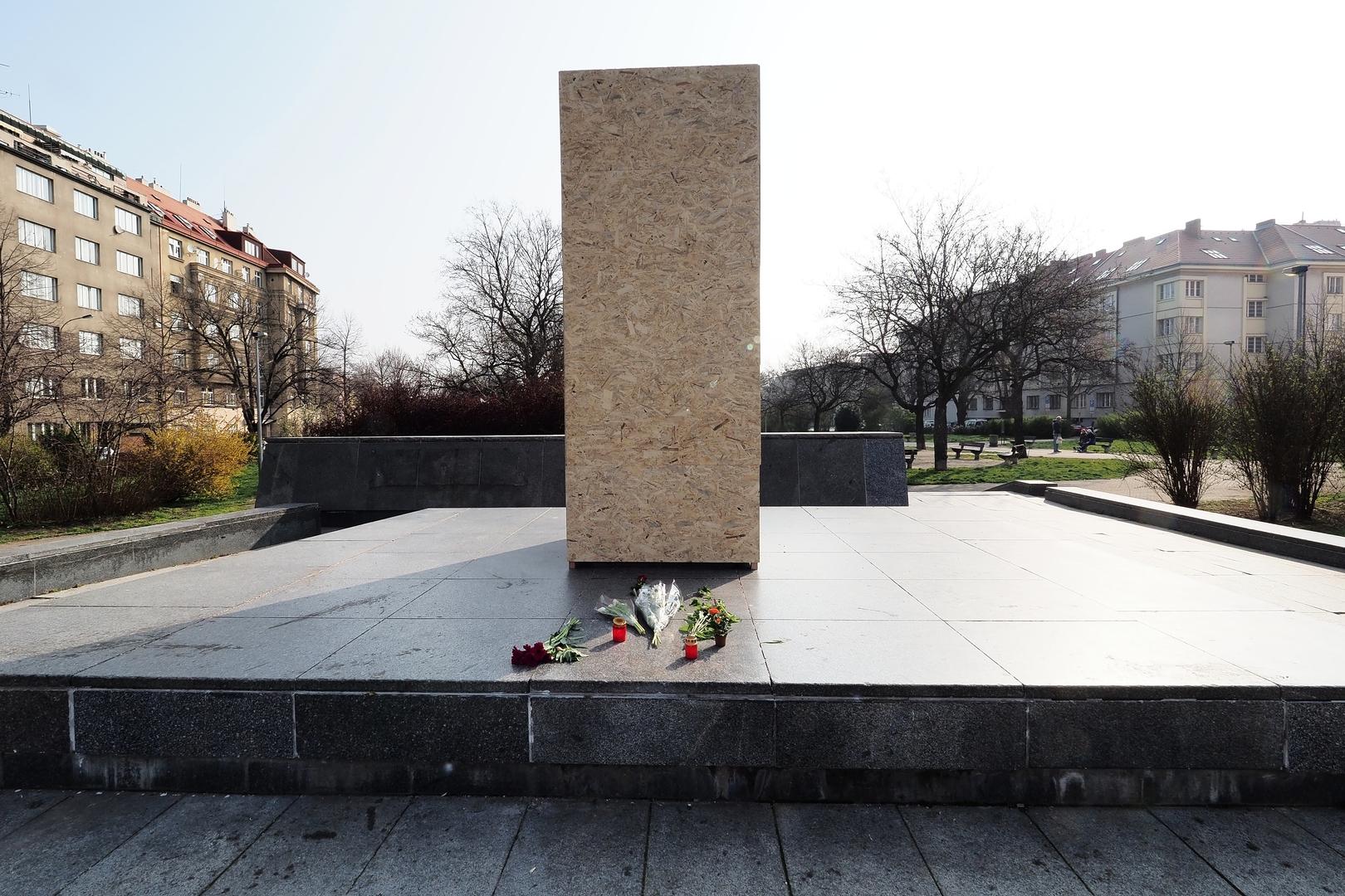 La Russie ouvre une enquête sur le démantèlement d'un monument soviétique à Prague