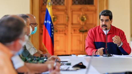 Nicolas Maduro s'exprimant concernant la pandémie du nouveau coronavirus, COVID-19, au palais présidentiel de Miraflores à Caracas, le 22 mars 2020.