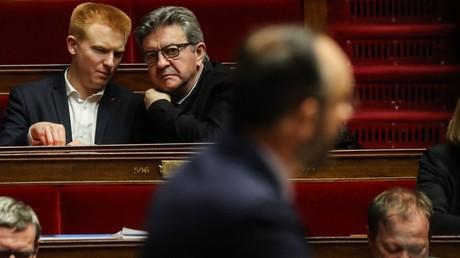 Jean-Luc Mélenchon et Adrien Quatennens, lors d'une intervention d'Edouard Philippe, le 3 mars 2020, à l'Assemblée nationale, à Paris (image d'illustration).