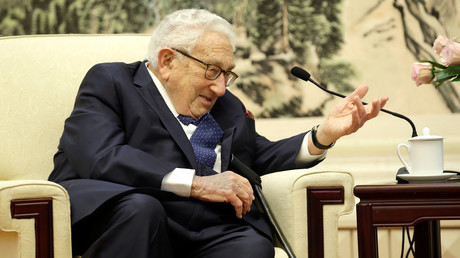 Henry Kissinger à Pékin au cours d'une rencontre avec le Ministre des Affaires étrangères chinois Wang Yi en novembre 2019.