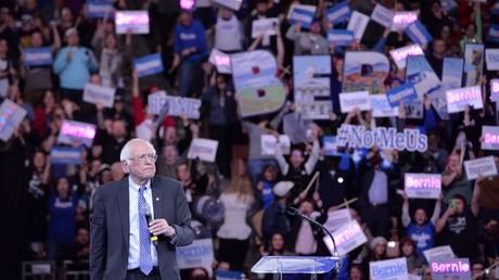 Bernie Sanders en meeting en février.
