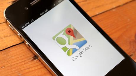 L'application Google Maps est vue sur un Apple iPhone 4S le 13 décembre 2012 à Fairfax, en Californie. (image d'illustration)
