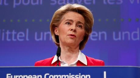 La présidente de la Commission européenne, Ursula von der Leyen, donne une conférence de presse sur les efforts de l'UE pour limiter l'impact économique de l'épidémie de coronavirus (COVID-19), à Bruxelles, le 2 avril 2020 (image d'illustration).