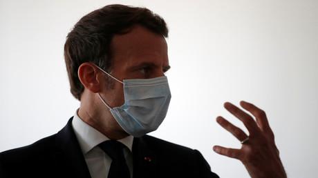 Emmanuel Macron se rend dans un centre médical de Pantin pour y rencontrer le personnel médical, le 7 avril 2020 (image d'illustration).