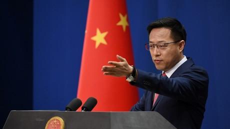 Le porte-parole du ministère chinois des Affaires étrangères Zhao Lijian lors de la conférence de presse quotidienne à Pékin le 8 avril 2020.
