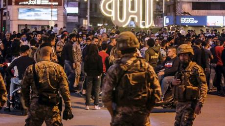 Des centaines de personnes étaient dans la rue à Tripoli pour protester le 17 avril 2020.