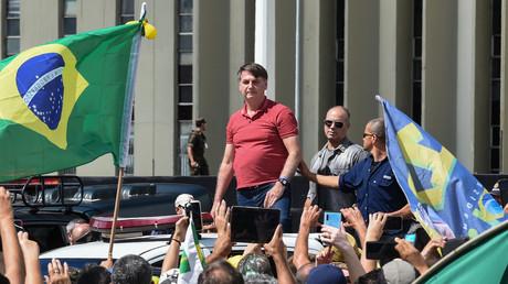 Le président brésilien Jair Bolsonaro rejoint un cortège pour protester contre la quarantaine et les mesures de distanciation sociale à Brasilia le 19 avril 2020 (image d'illustration).