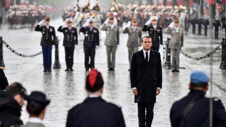 Emmanuel Macron à l'Arc de triomphe pour les célébrations du 8 mai 2019.
