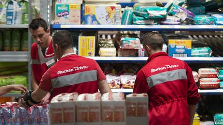 Image d'illustration. Employés d'un drive Auchan en 2013.