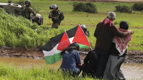 Des soldats israéliens visent les manifestants palestiniens participant à une manifestation contre l'annexion de la vallée du Jourdain, dans le village de Tammun, en Cisjordanie, près de la vallée du Jourdain, le 29 février 2020. (image d'illustration)