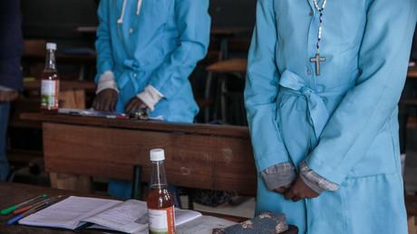 Madagascar : la  décoction «miracle» d'herbes contre le coronavirus ne fait pas l'unanimité