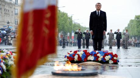 Emmanuel Macron aux commémorations du 74e anniversaire de la victoire des Alliés, à l'Arc de Triomphe à Paris, le 8 mai 2019.
