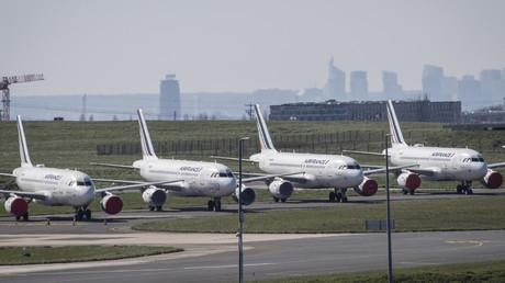 Avions au sol à l'aéroport de Roissy-Charles de Gaulle, à Roissy (Val-d'Oise), le 24 mars 2020.