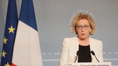 La ministre française du Travail, Muriel Pénicaud, s'adresse à la presse après la réunion hebdomadaire du cabinet à l'Elysée le 1er avril 2020 à Paris.