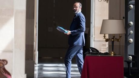 Edouard Philippe dans les couloirs de l'Assemblée nationale le 21 avril.