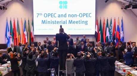 Photographie de groupe en cloture du 7e sommet de l'Opep + le 6 décembre 2019 à Vienne en Autriche (Illustration).