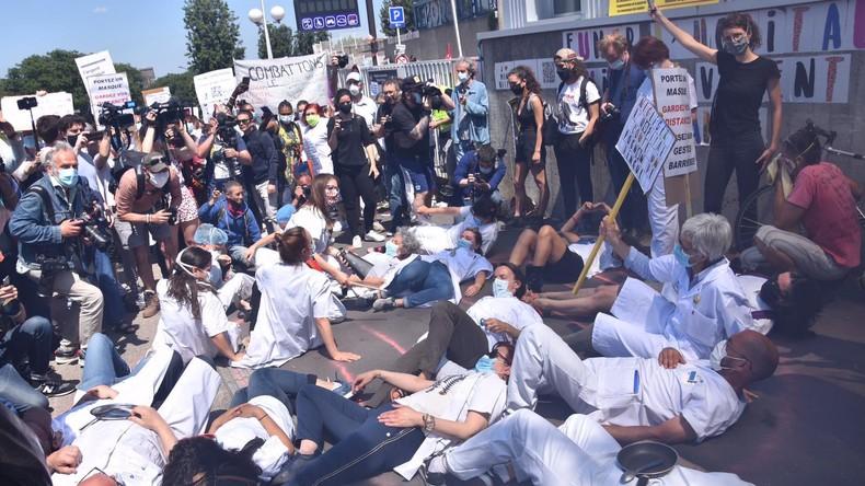France : des centaines de soignants mobilisés pour «sortir l'hôpital public de ce marasme» (IMAGES)