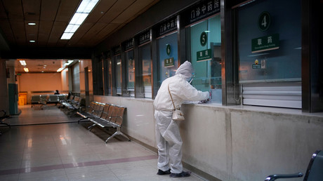 Une personne porte une combinaison dans un hôpital de Wuhan, en Chine (image d'illustration).