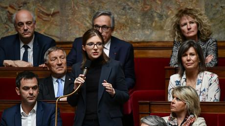 La députée LREM Aurore Bergé  prend la parole lors d'une séance de questions au gouvernement à l'Assemblée nationale, le 7 mai 2019 (image d'illustration).