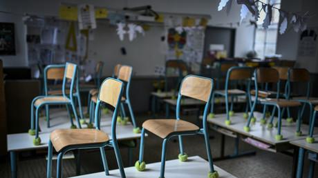 Une salle de classe vide, à l'école privée Eugene Napoleon Saint-Pierre Fourier, à Paris (image d'illustration).