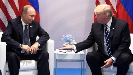 Le président russe Vladimir Poutine, en compagnie de son homologue américain Donald Trump, lors d'une réunion en marge du sommet du G20, le 7 juillet 2017, à Hambourg, en Allemagne (image d'illustration).