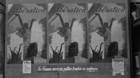 Photo prise à Paris en septembre 1944. Une affiche