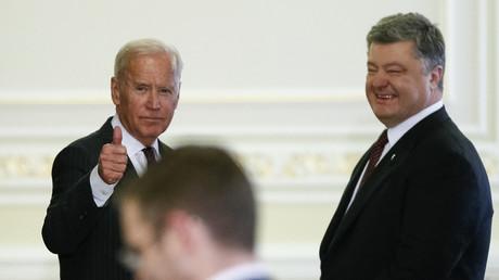 L'ancien vice-président américain Joe Biden et l'ancien président ukrainien Petro Porochenko à Kiev, le 16 janvier 2017.