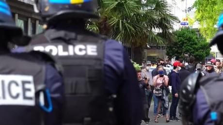 Echauffourées et tirs de gaz lacrymogène lors d'une manifestation interdite à Saint-Nazaire
