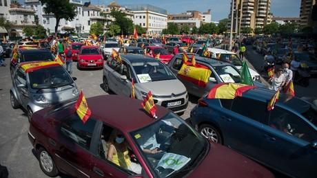 Manifestants rassemblés à l'appel de Vox à Séville.