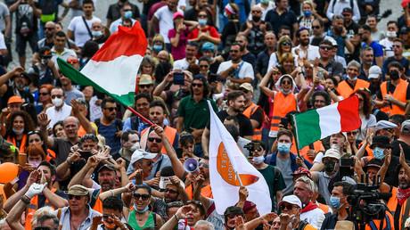Les Gilets oranges, manifestant à Rome, le 2 juin 2020.
