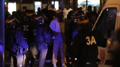 Les forces de l'ordre ont été prises à partie durant la manifestation du 2 juin 2020.