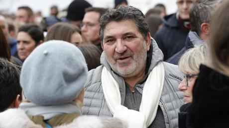Christian Chouviat est photographié le 12 janvier 2020 à Levallois avant de participer à un rassemblement pour son défunt fils, Cedric Chouviat (image d'illustration).