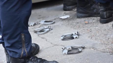 Mobilisation devant un commissariat parisien, le 11 juin.