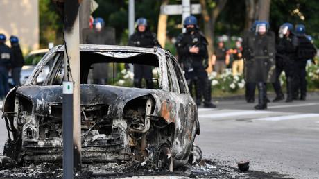 Véhicule incendié à Dijon.