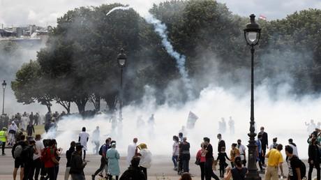 Heurts en marge de la mobilisation parisienne des soignants, aux Invalides le 16 juin.